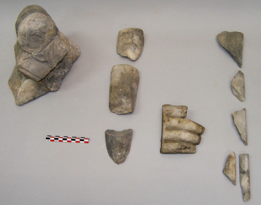 Salamis, Ambelakia bay. Marble finds of Roman times, from the research of the large building on the north side of the bay: fragments of a small altar (left) and of statues. Photo: Chr. Marabea.