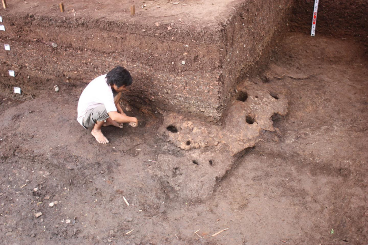 This is the Rach Nui site in Southern Vietnam under excavation. Credit: ANU