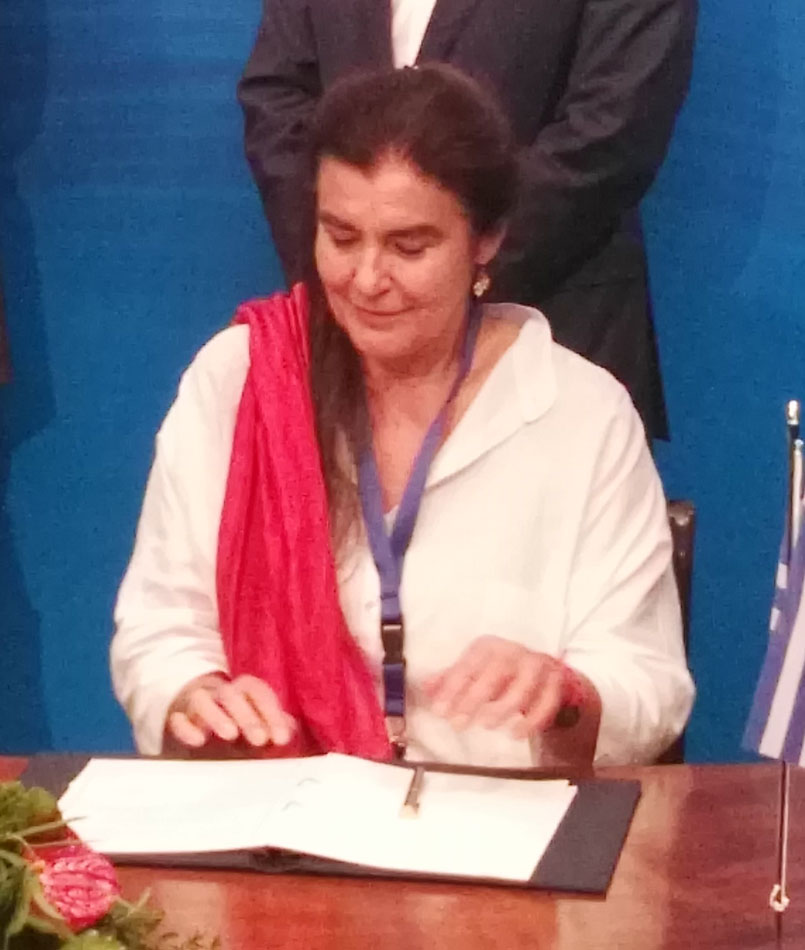 The Minister of Culture and Sports Lydia Koniordou, while signing the memorandum of Collaboration (Photo: MoCS)