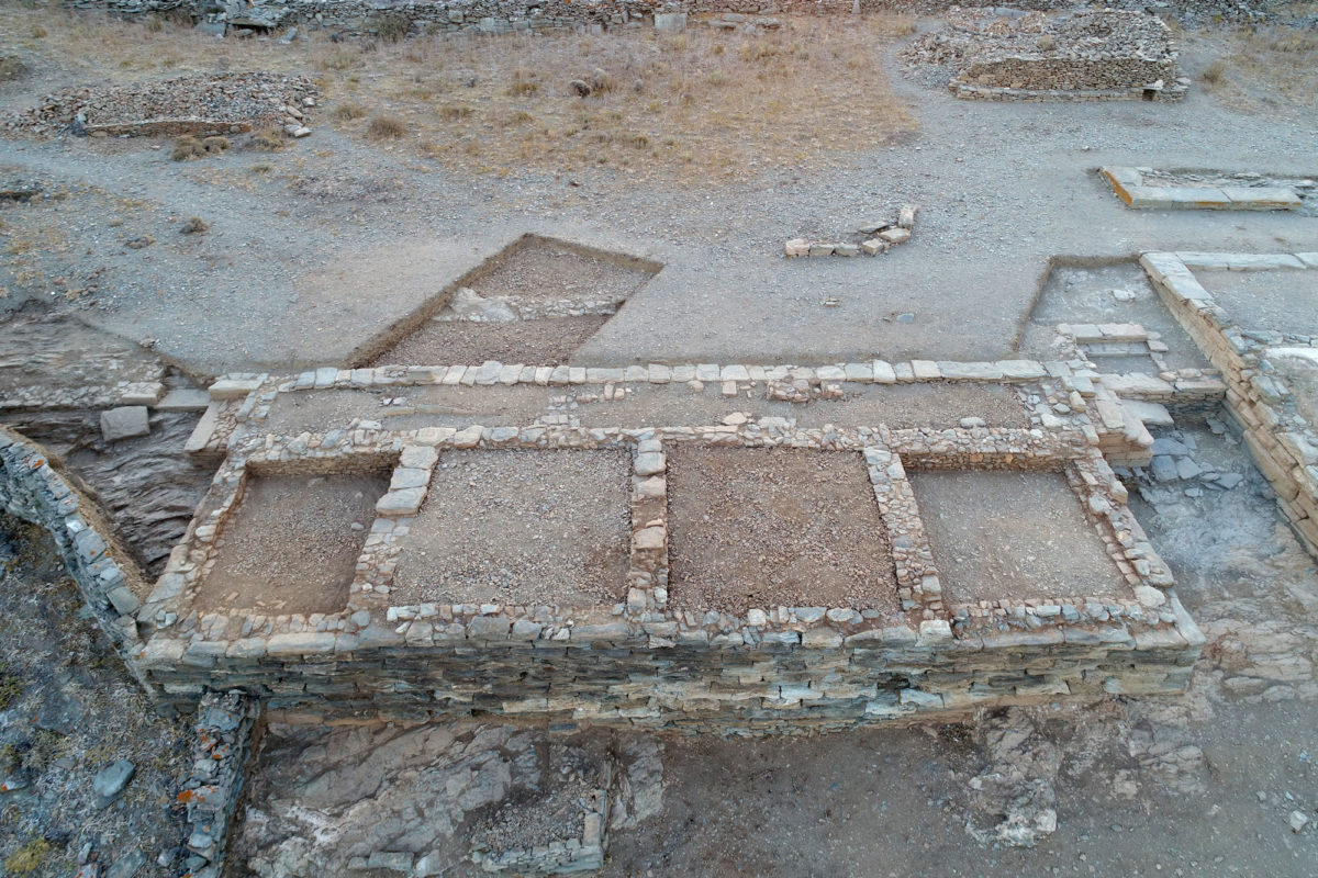 Fig. 15. Aerial photograph of Building 2 on the Middle Plateau, from the east Photo Credot: Kostas Xenikakis.