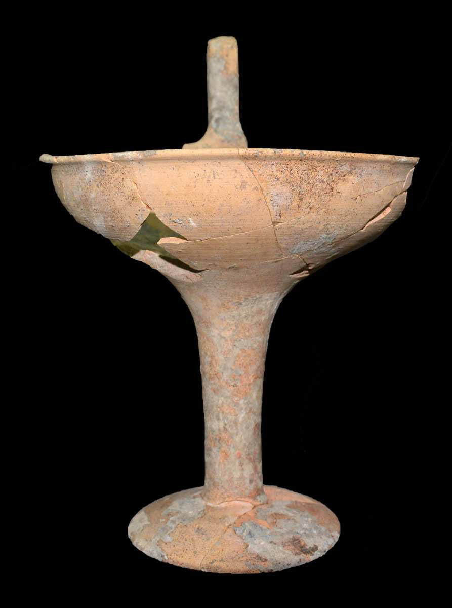 Prosilio chamber tomb. Tinned kylix with one handle. Photo credit: Giannis Galanakis.