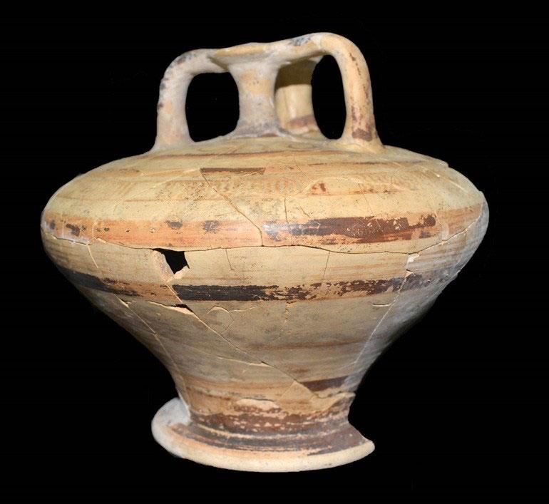Prosilio chamber tomb. Decorated stirrup jar. Photo credit: Giannis Galanakis.