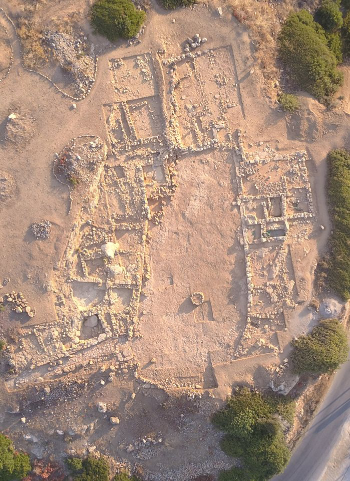 Aerial view of the Court-Centred Complex at Sissi. (© EBSA-photo N. Kress)