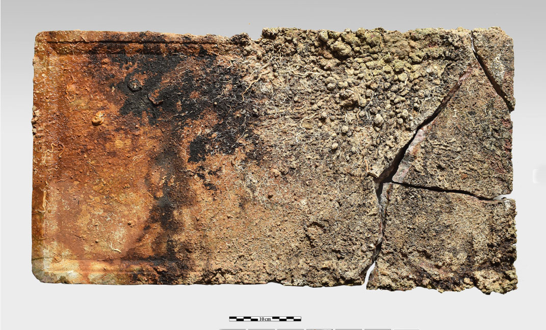 Rectangular, practically intact slab of multicoloured reddish marble from a table top with a rim on its obverse side, measuring 68x35 cm and 5cm thick (photo: Ministry of Culture and Sports)