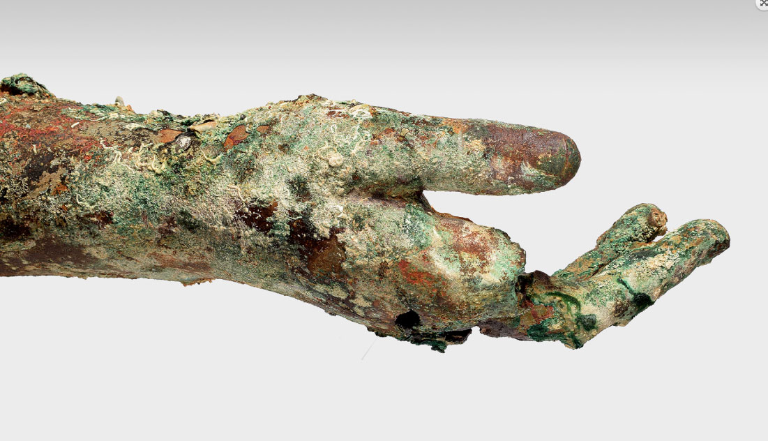 Bronze right arm, intact from shoulder to fingers (photo: Ministry of Culture and Sports)