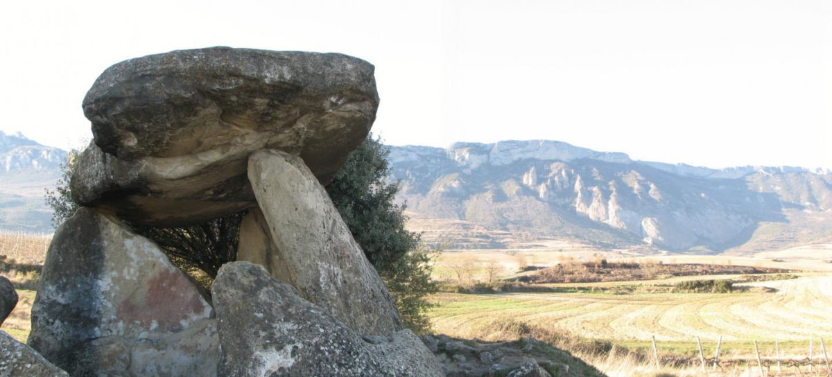 One of the dolmens analysed, located in Elvillar (Araba). In the background, the Cantabria mountain ridge, where the caves included in the study are located. Credit: Teresa Fernández-Crespo / UPV/EHU