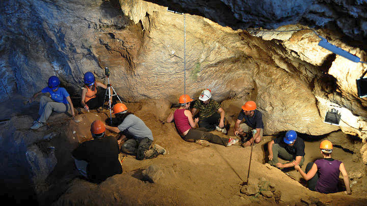 Excavation at the cave on Tilos, in 2012 (photo: G.Theodorou Archive /Athens and Macedonian News Agency).