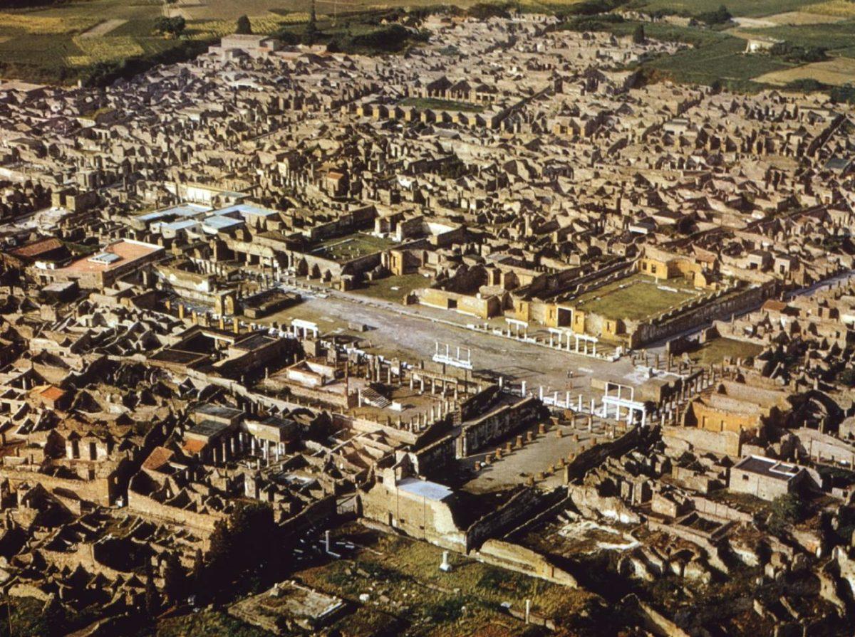 Pompeii (aerial photograph).