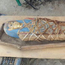 Coffin and mummy found in Deir al-Banat