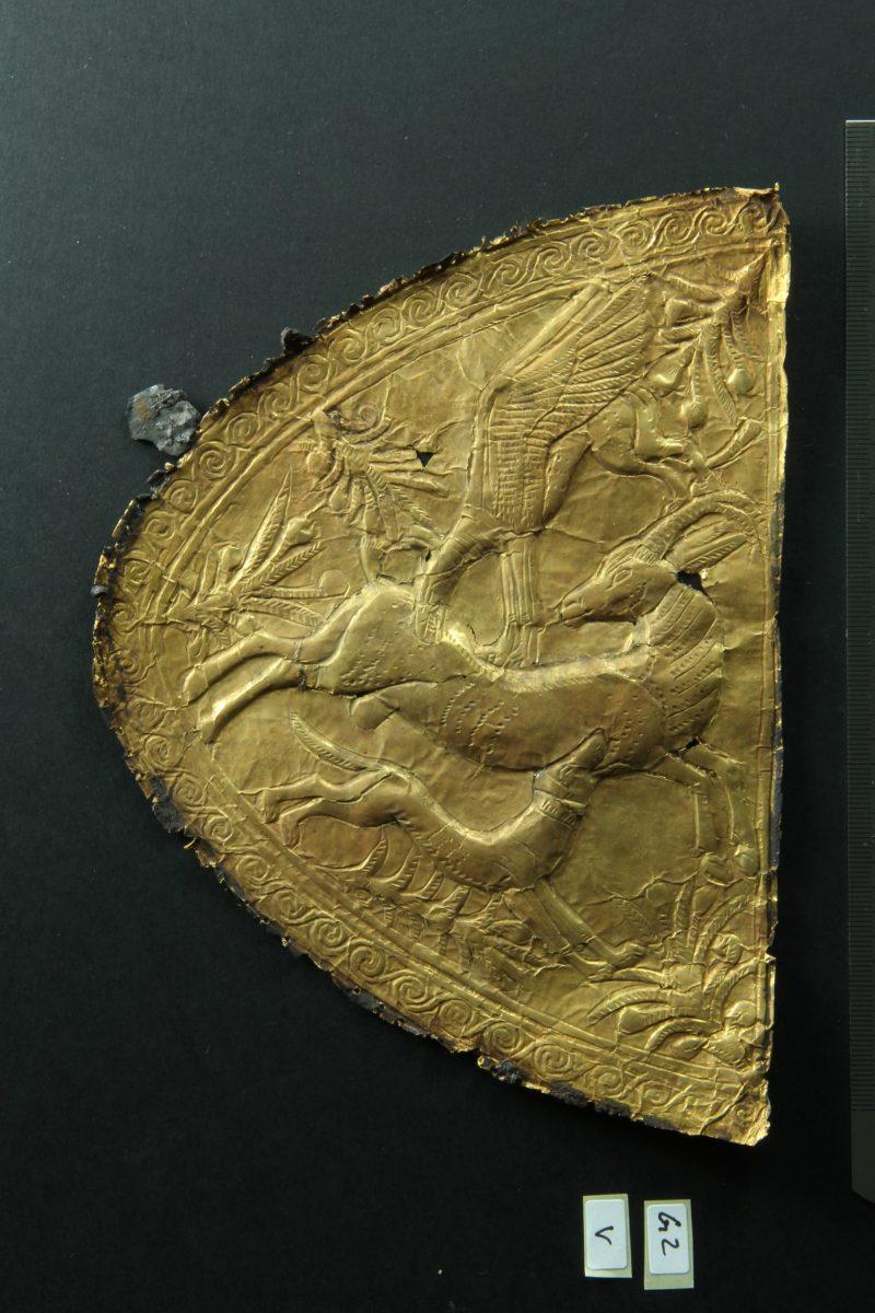 Embossed gold application with motif of animal combat of Levantine origin. Photographer: Christian Eckmann; Copyright: RGZM, DAI Cairo and University of Tübingen
