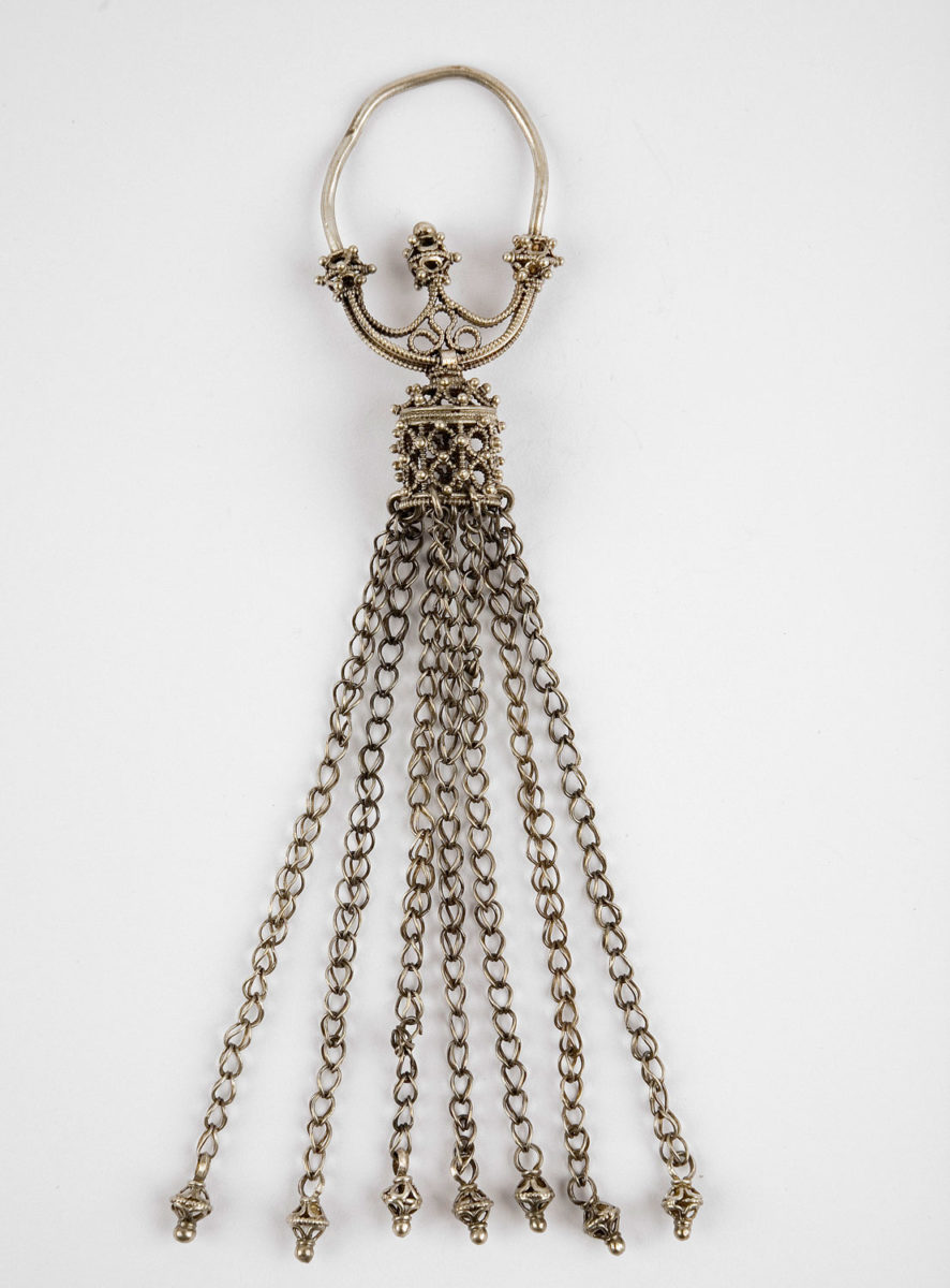 Silver earring with chain shaped pendants. Góra Strękowa, Poland. 10th c. (©State Archaeological Museum of Warsaw).