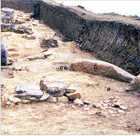 Fig. 2. Place of ancestral or hero cult at Xobourgo on Tenos.