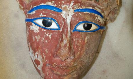 The newly discovered mummy mask.