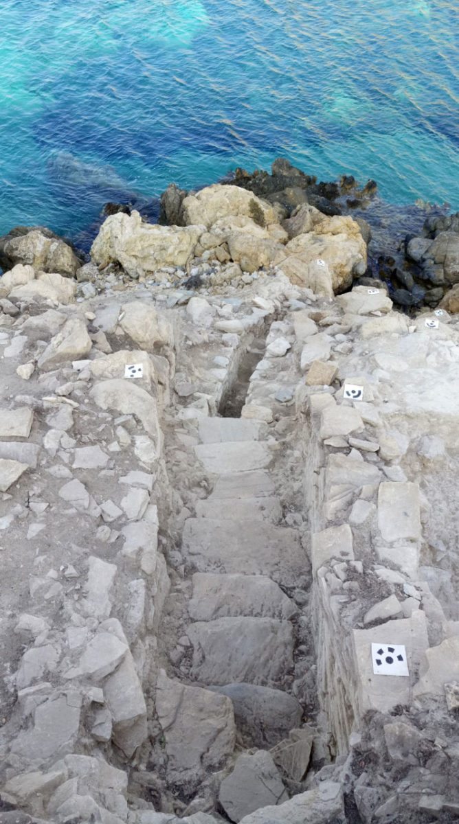 Keros excavations: the staircase at the settlement's entrance, seen from above. The sea level was significantly lower during the Early Bronze Age (source: Ministry of Culture and Sports/British School at Athens).