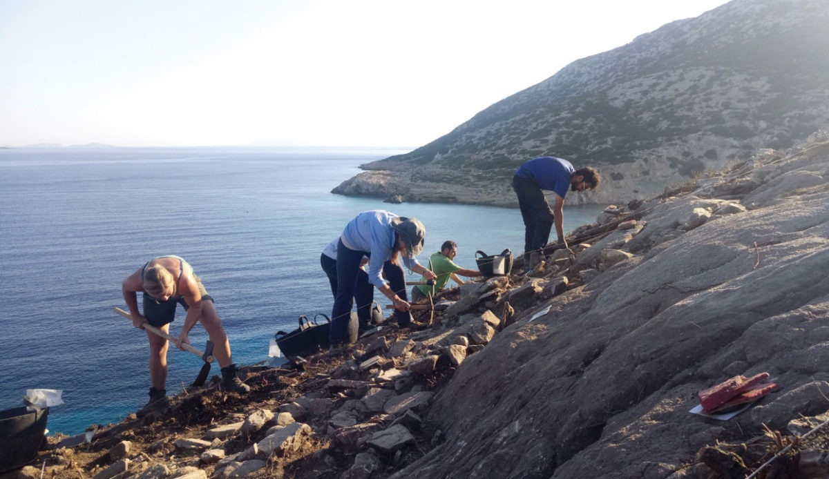 Keros excavations: Members of the excavation team at work (source: Ministry of Culture and Sports/British School at Athens).