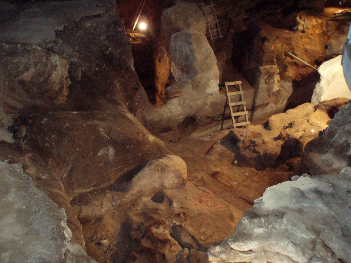 View of the Theopetra cave. (photo: Athens and Macedonian  News Agency/A .Zois)