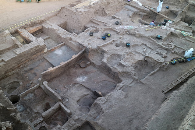 Ongoing excavation of the Oriental Institute team on the large administrative area of the late 5th Dynasty  (ca. 2350 BCE). Credit: G. Marouard.