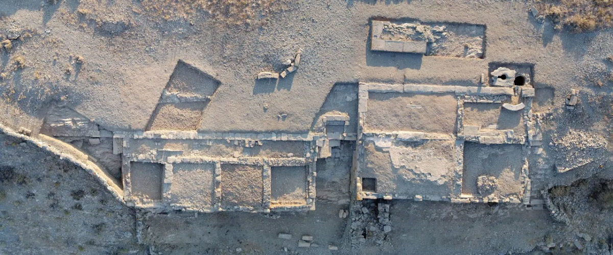 Aerial photograph of Buildings 1 and 2 on the Middle Plateau (photo: Kostas Xenikakis).