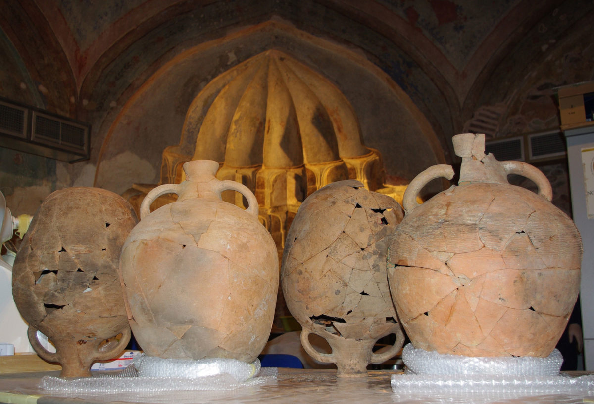 Demokratias Station. Amphorae of the Early Byzantine era. Photo: Ephorate of Antiquities of the City of Thessaloniki