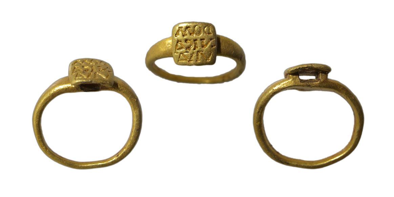 Roman 'Brancaster type' gold finger ring.