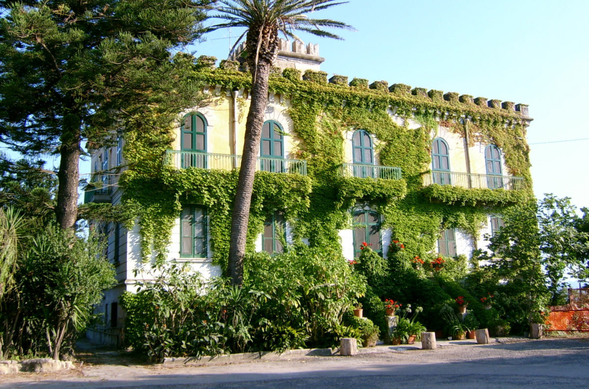 The symposium will take place at the Harry Wilkes Study Center at the Villa Vergiliana in Cuma.
