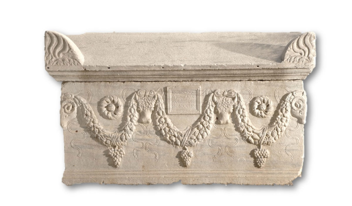 300 marble sarcophagi have been located from time to time in excavations in cemeteries of Thessaloniki (photo: AWMT).