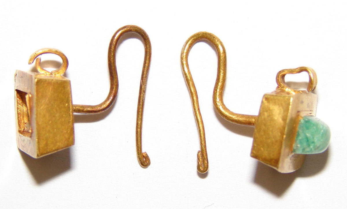 Earrings, find from a sarcophagus of Thessaloniki (photo: AWMT).