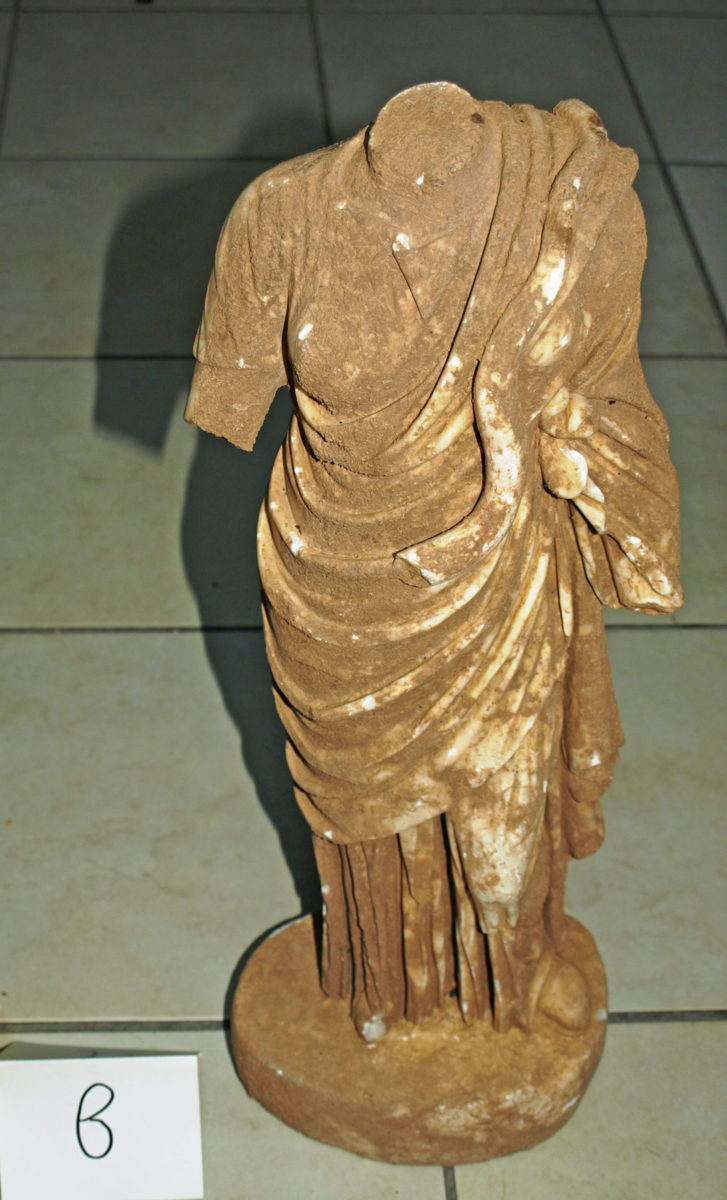 The marble statuette of the goddess Hygieia found and confiscated in Sparta (photo: Hellenic Police)