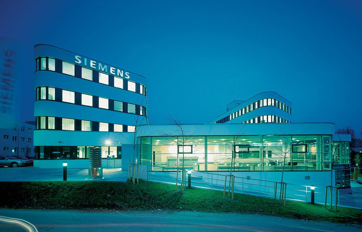 Siemens-Kasern Office building in Saltsburg, 1998-2000.