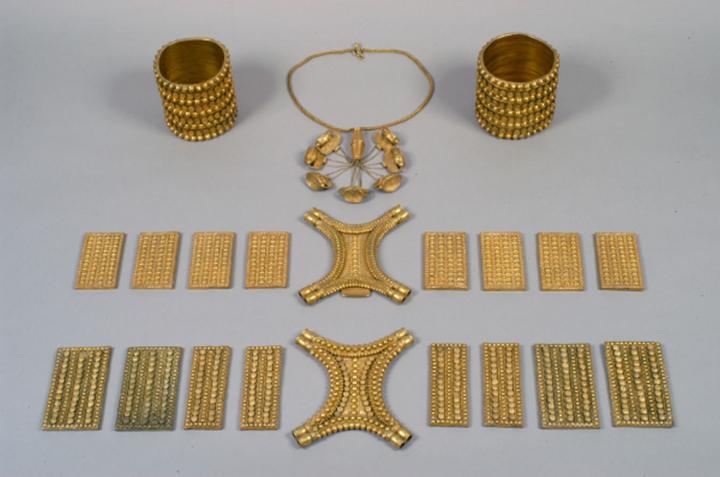 Image of the gold items in the Carambolo treasure. Credit: (© Consejería de Cultura de la Junta de Andalucía / J. Morón).