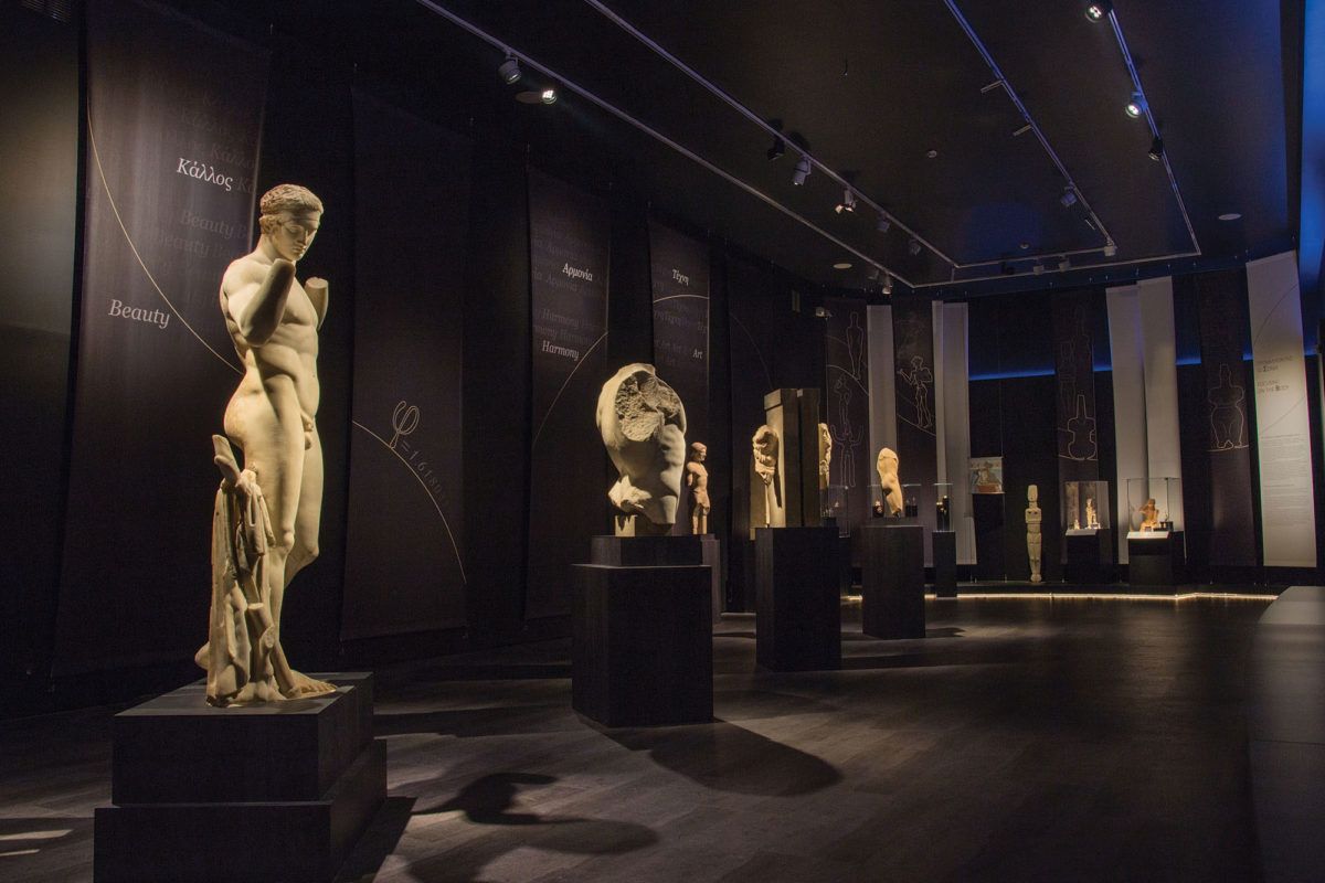 View of the exhibition «The countless aspects of beauty»  - Unit «Focusing on the body » (photographer: Stelios Skourlis) (© National Archaeological Museum/ Archaeological Receipts Fund)