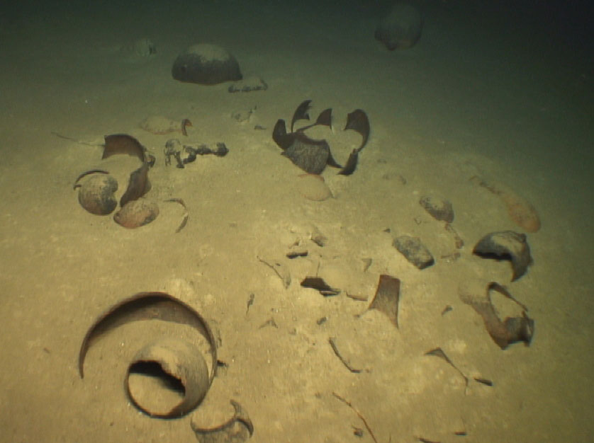 """The shipwreck """"Poseidon 2"""" (7th c. AD) at a depth of 1,370 metres(Survey by the Ministry of Culture and Sports and the Hellenic Centre of Marine Research (HCMR) for the transit of POSEIDON, the natural gas pipeline between Greece and Italy)."""