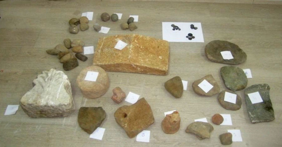 Some of the antiquities found in a wooded area in Koronesia (photo: Hellenic Police).
