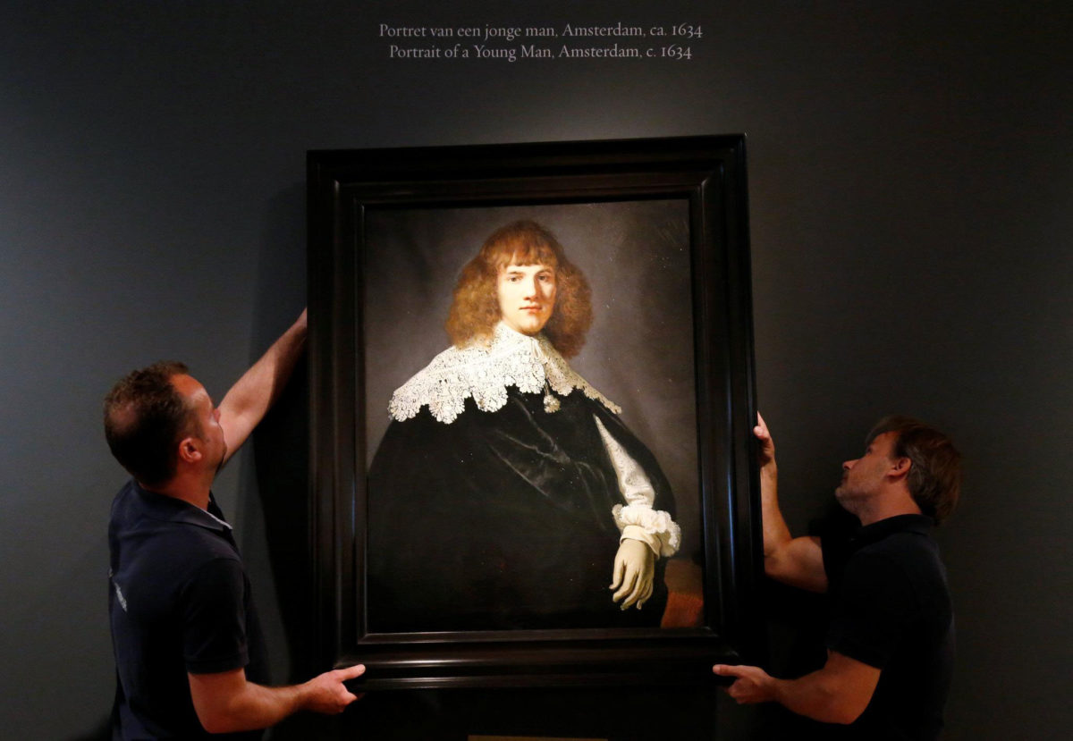 """Portrait of a young man"", unknown to date work by Rembrandt (photo: François Lenoir/Reuters)."