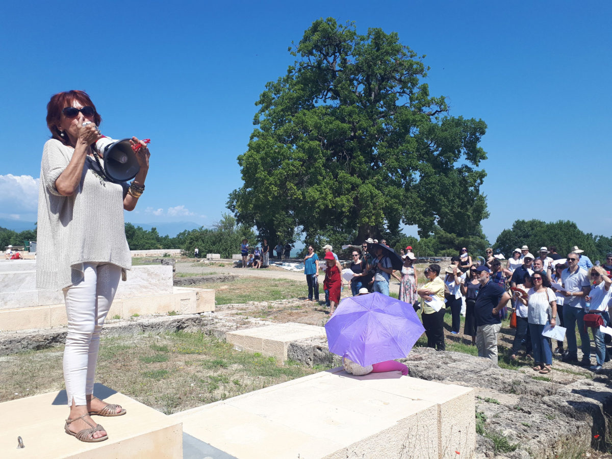 Guided tour of the Aigai palace by the Director of the Ephorate of Antiquities of Imathia, Angeliki Kottaridi (photo: Athens and Macedonian News Agency).