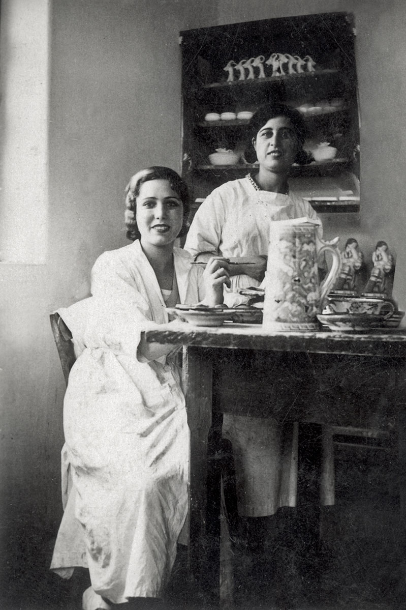 Cousins Amelia and Luna Capelluto in the decorating hall of ICARO (c. 1935-37).