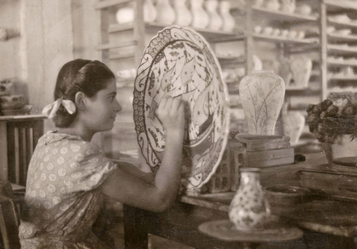 Eleni Koutouni draws a big ICAROS plate (mid-1950s).