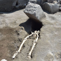 Roman decapitated and crushed by block of stone while fleeing eruption of Mount Vesuvius
