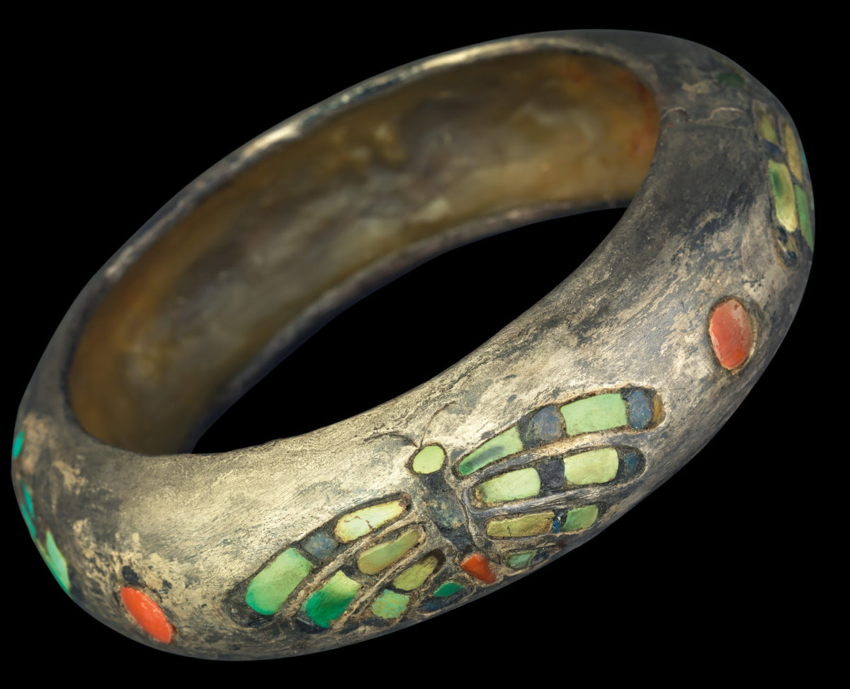 Silver bangle of the Queen Hetepheres (4th Dynasty). © Grimaldi Forum