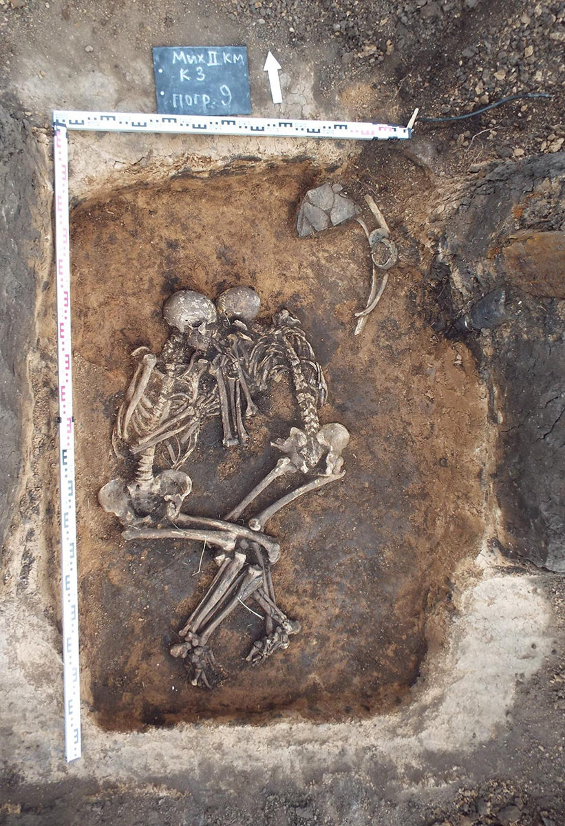 Double burial of the two plague victims in the Samara region, Russia. Credit: V.V. Kondrashin and V.A. Tsybin; Spyrou et al. 2018. Analysis of 3,800-year-old Yersinia pestis genomes suggests Bronze Age origin for bubonic plague. Nature Communications.