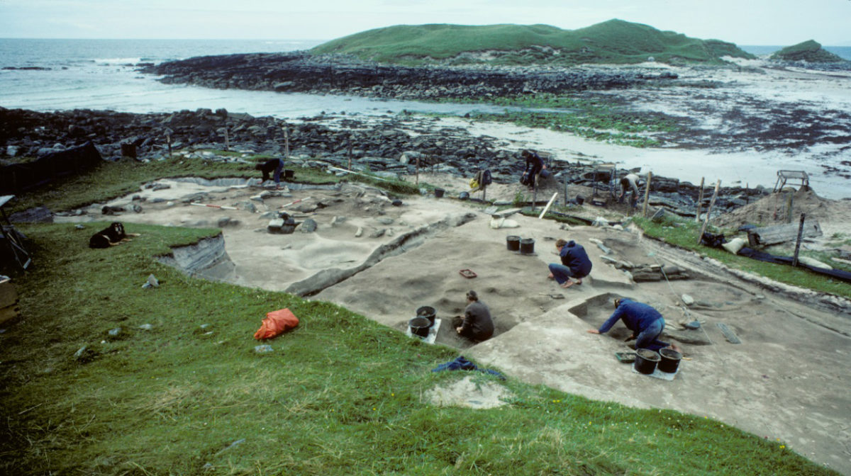 Excavation of Neolithic buildings at the Udal in 1981 © Udal project archives