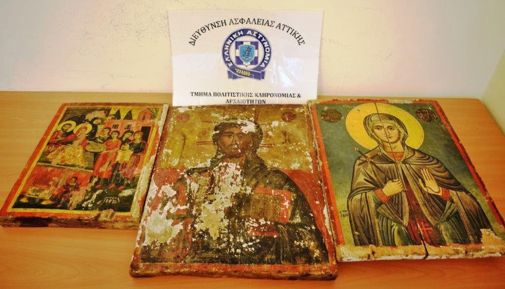 The three icons in the illegal possession of the two men arrested in Kato Achaia (photo: Hellenic Police).
