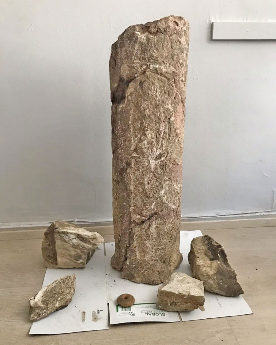 Part of a marble column, dating from between the 2nd and 5th century AD and marble fragments (photo: Hellenic Police).