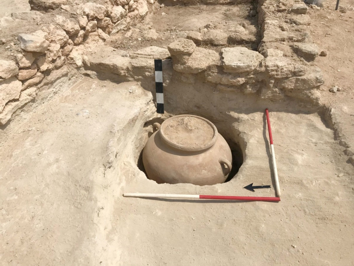 Pyla-Kokkinokremos: In Room 12-13 a pit was found containing a complete pithoid jar.