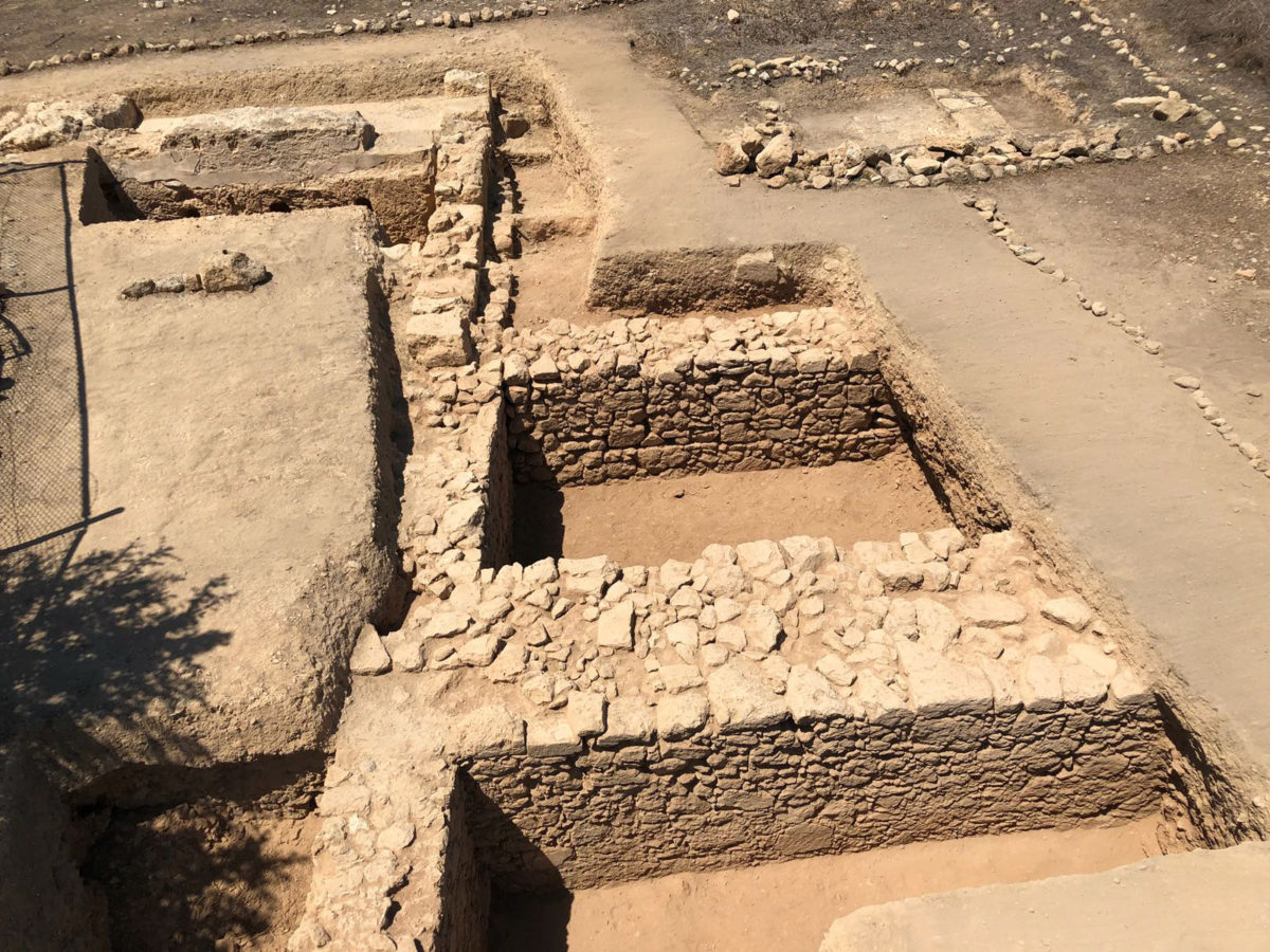 Pafos-Toumballos: Two other walls that were excavated delimit two rooms of a newly discovered Early Christian house.