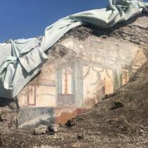 Pompeii and Delos come closer together