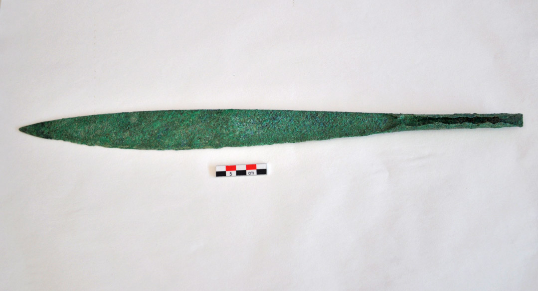 Bronze, single edged, short sword, circa 1600/1500 BC. (photo: Ministry of Culture and Sports)
