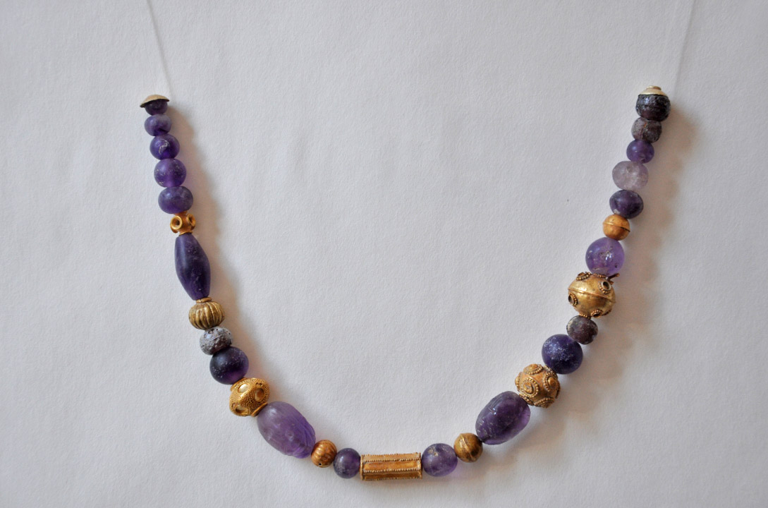 Necklace with amethyst and gold beads, circa 1600/1500 BC (photo: Ministry of Culture and Sports)