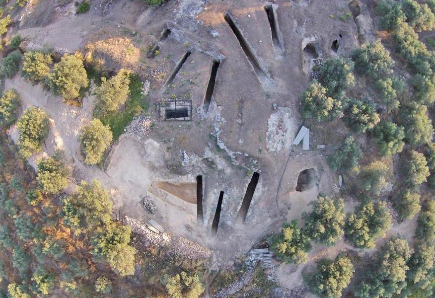 Aerial photograph of Mycenaean cemetery at Aidonia (photo: Ministry of Culture and Sports)