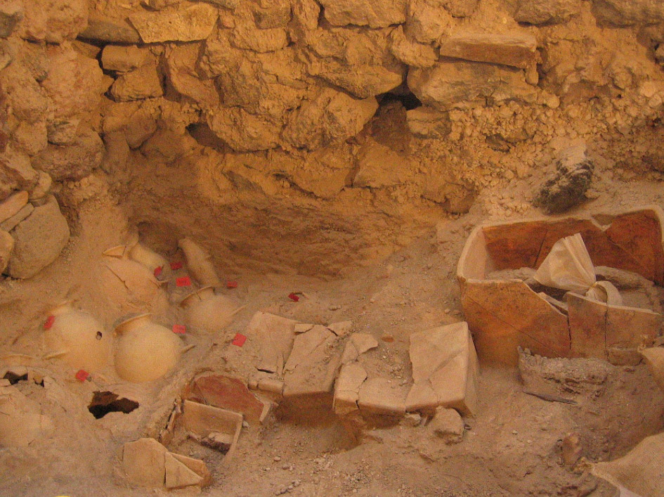 Amphoras and small rectangular clay larnakes were found at the Akrotiri, Thera (Photo credit: Ministry of Culture and Sports/Ephorate of Antiquities of Cyclades).